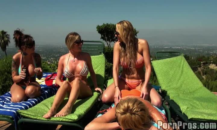Samantha Saint baise devant ses copines