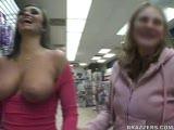 Claudia Valentine en public