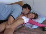Une jeune fille baisée dans son sommeil