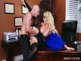 Elle trompe son mari au bureau