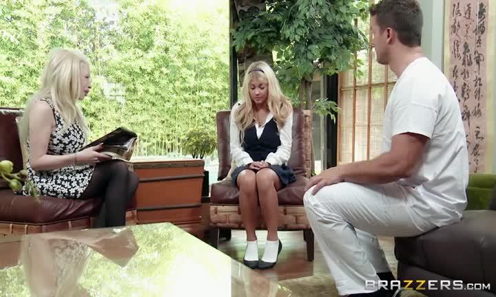 Kayla Kayden profite d'un massage assez particulier