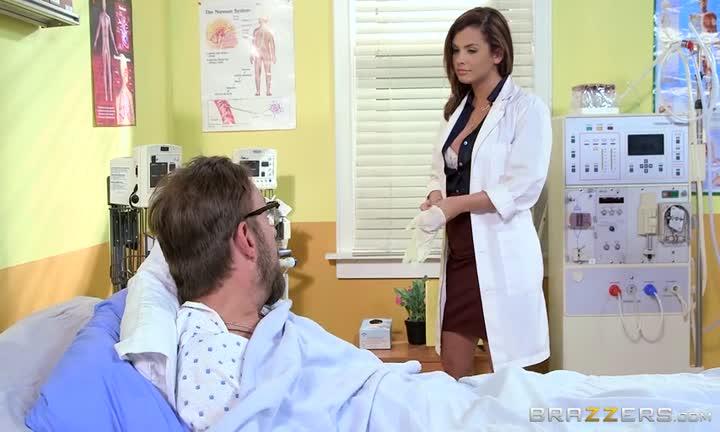 Keisha Grey en infirmière bandante