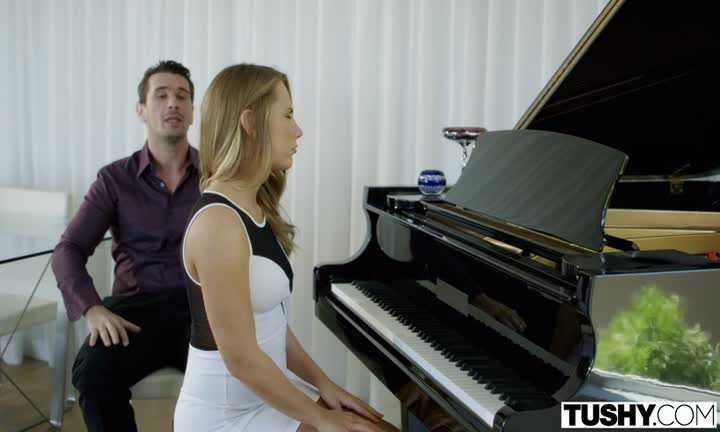 Carter Cruise violée par son prof de piano