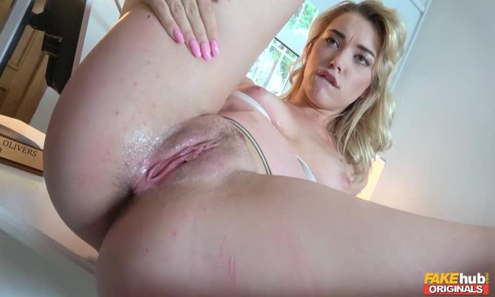 Anny Aurora se fait poutrer par son boss