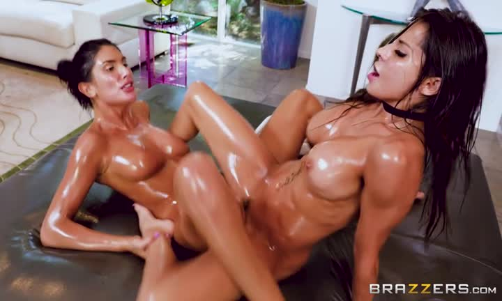 August Ames et Madison Ivy réunies pour un massage torride