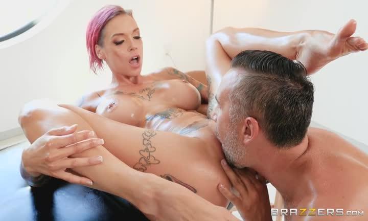Anna Bell Peaks reçoit un massage torride