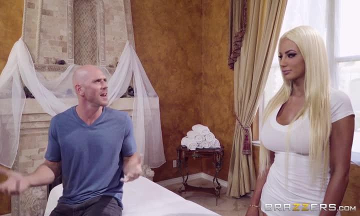 Nicolette Shea en masseuse bimbo