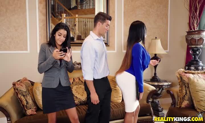 Cette agente immobilière se tape ses clients