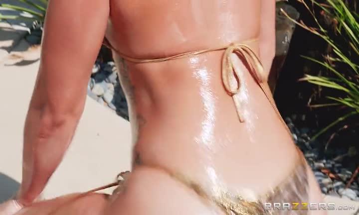 Kelsi Monroe la prend dans le cul