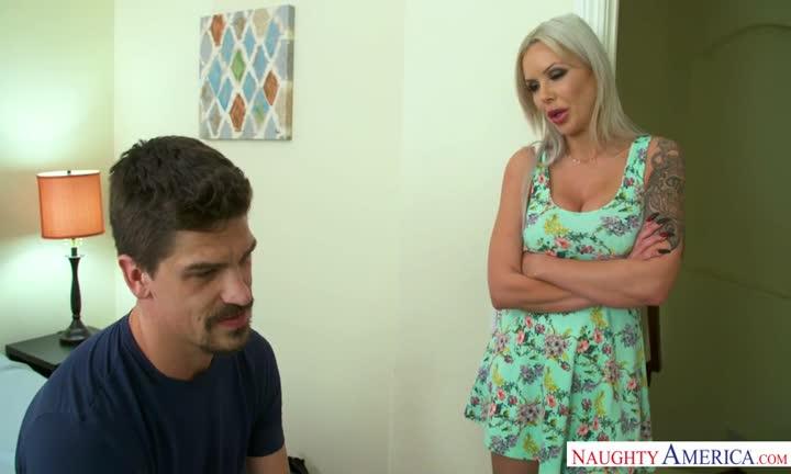 Nina Elle somptueusement abusée par un mec