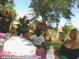 Samantha Anderson et un black en extérieur