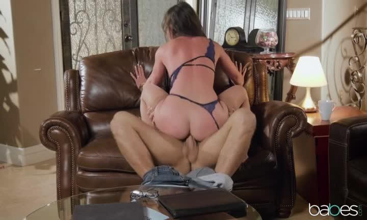 Jennifer White prise en lingerie fine