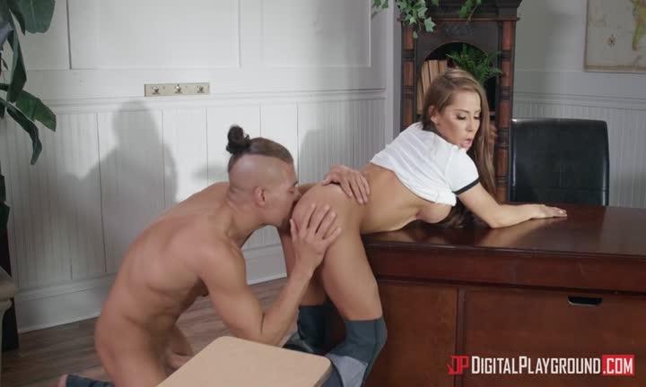 Madison Ivy prend cher par un de ses élèves