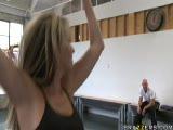 Courtney Cummz fait de la gym avec ses amies...
