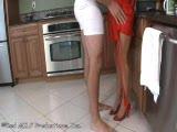 Arianna Labarbara se fait baiser par son fils dans la cuisine