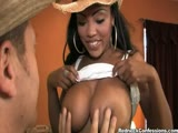 Lacey Duvalle en cowgirl