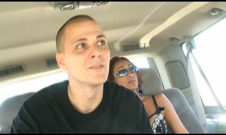 Priya Raï baisée dans un van