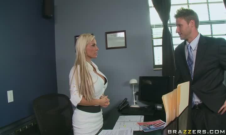 Holly Halston en chef d'entreprise
