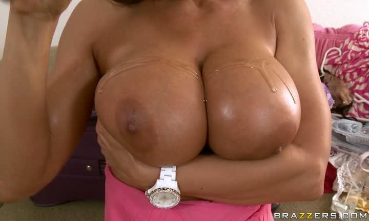 Lisa Ann les aime grosses