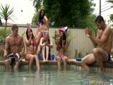Audrey Bitoni sexe à la piscine