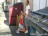 Elle se fait baiser derrière un entrepot